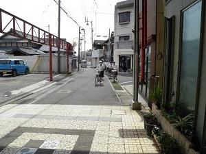 自転車で現地まで行きました。