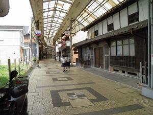 商店街の様子を散策
