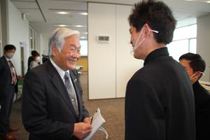 石川市長さんから激励の言葉をいただいている様子