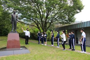 広瀬宰平は若きリーダーとなる金の卵を見守っています