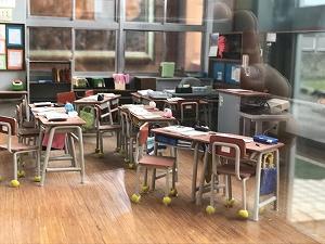 教室の再現も実に細かい! 子供たちの声が聞こえてきそう…