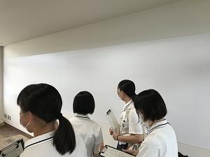 壁がホワイトボードとスクリーンに! 学校のもこうなって欲しいなぁ~