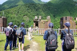 石川さんが選鉱場の新しい発見について説明してくださいました